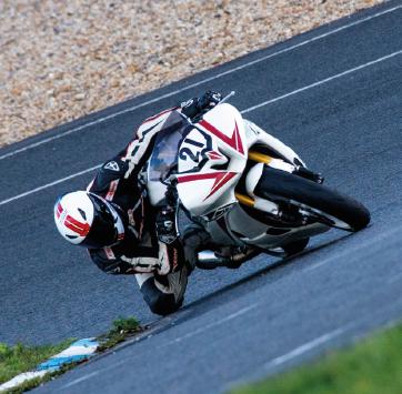 En piste avec Baptiste Felgerolles, pilote semi-professionnel de moto