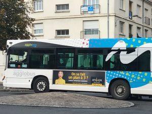 """Découvrez notre campagne """"On se fait un plan à 3 ?"""" sur les bus de Saumur"""